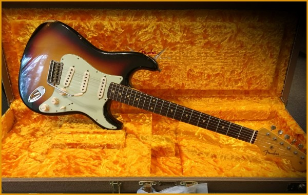Fender® Custom Shop '61, Relic, 3-Tone Sunburst