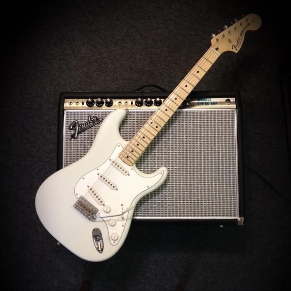 Fender® Custom Shop \'69 Strat Closet Classic Olympic White ...