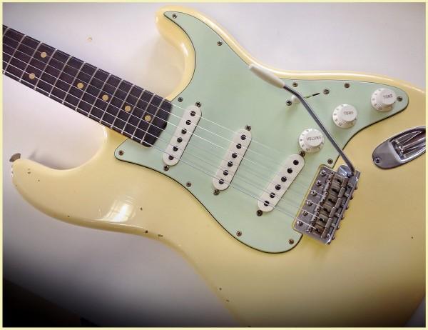 Fender® Custom Shop '60 Relic Aged Vintage White
