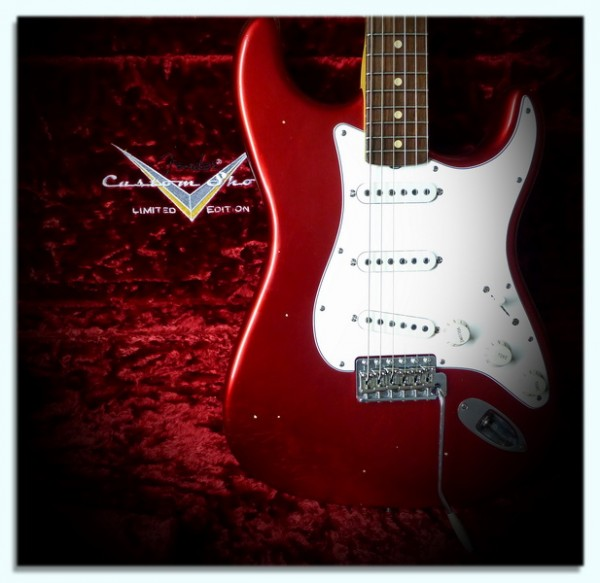Fender® Custom Shop Duo Tone Limited Edition 60's Relic Strat in CAR